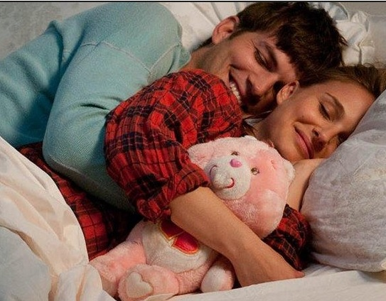 como duermes con t pareja