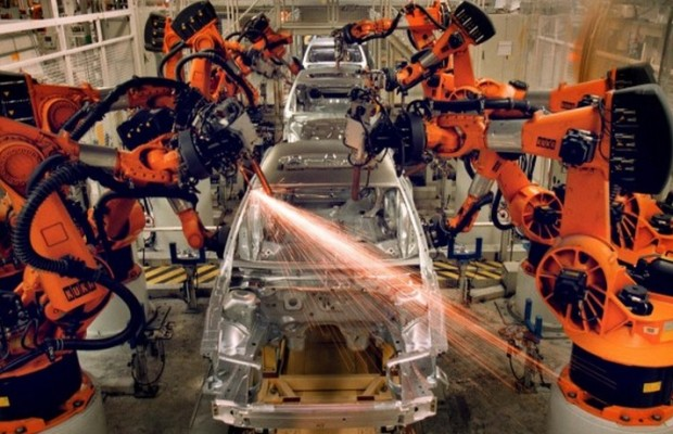 robot mata a joven trabajador