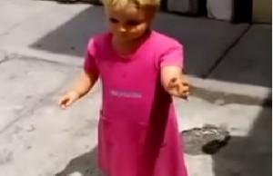 muñeca que camina sola