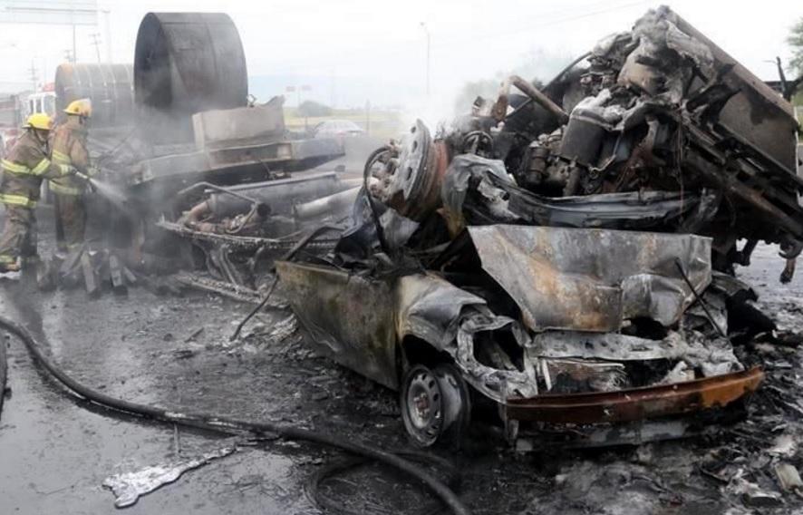 Matrimonio Accidente : Trágico accidente muere matrimonio en carretera a laredo