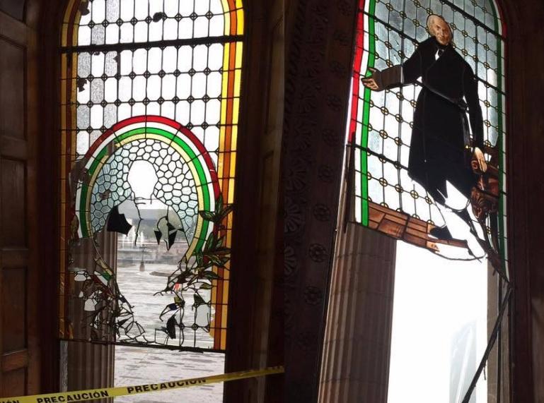 vitrales-de-palacio-de-cantera